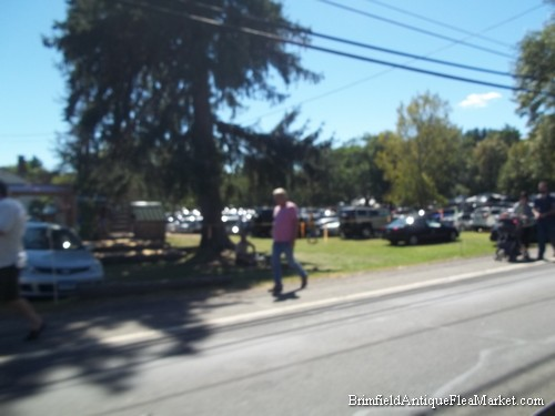 parking at brimfield parking tips during brimfield weeks there are plenty of parking areas. Black Bedroom Furniture Sets. Home Design Ideas
