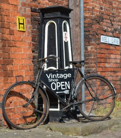 Vintage on Steep Hill Lincoln