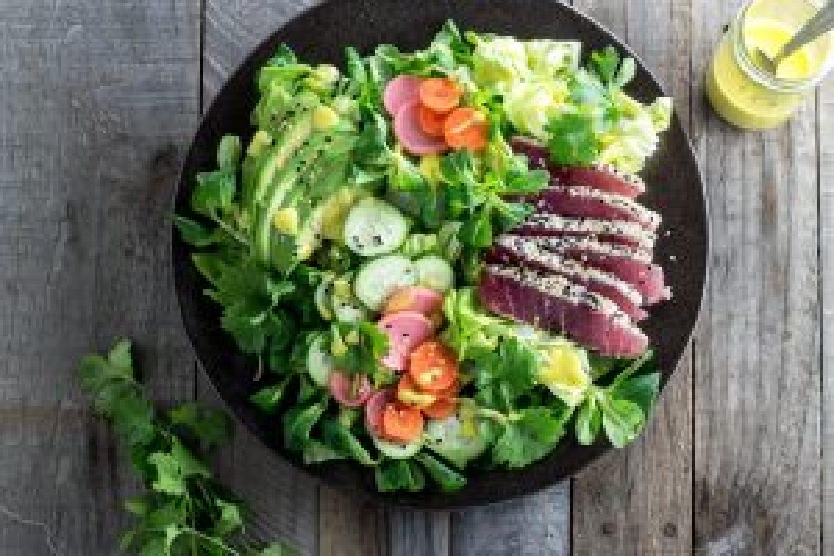 Sesame Crusted Tuna Salad with Mango Dressing
