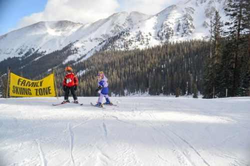 small kids skiing