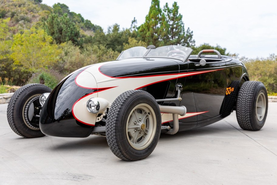 Nailhead-Powered 1933 Ford Roadster Custom