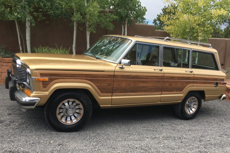 No Reserve: 1985 Jeep Grand Wagoneer