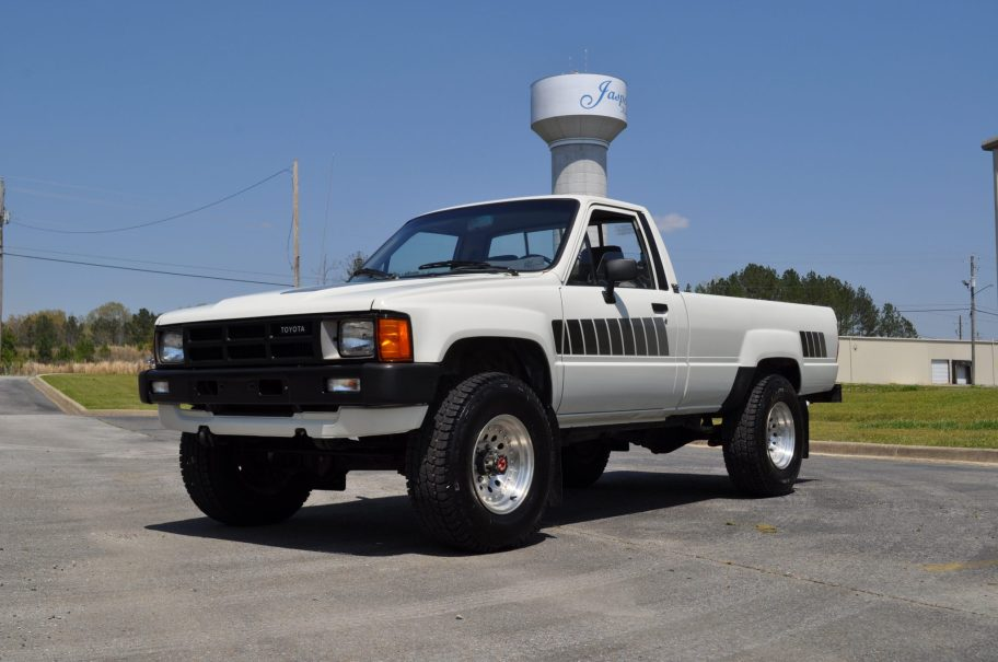 1985 Toyota Pickup 2L-T Turbodiesel 4x4 5-Speed