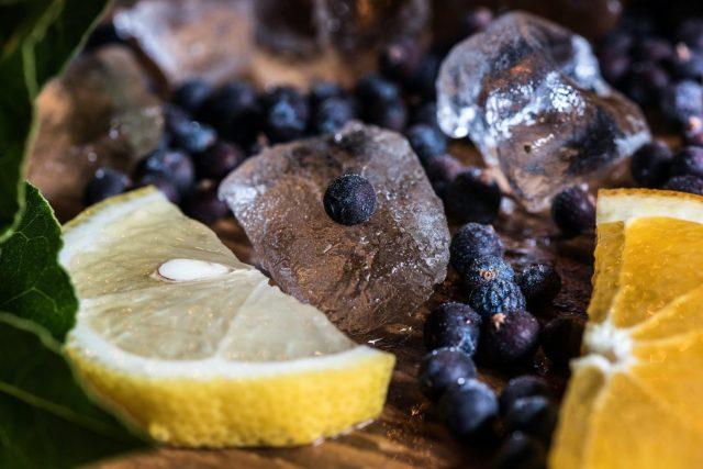 Juniper Berries with Ice Cubes & Lemon Slices
