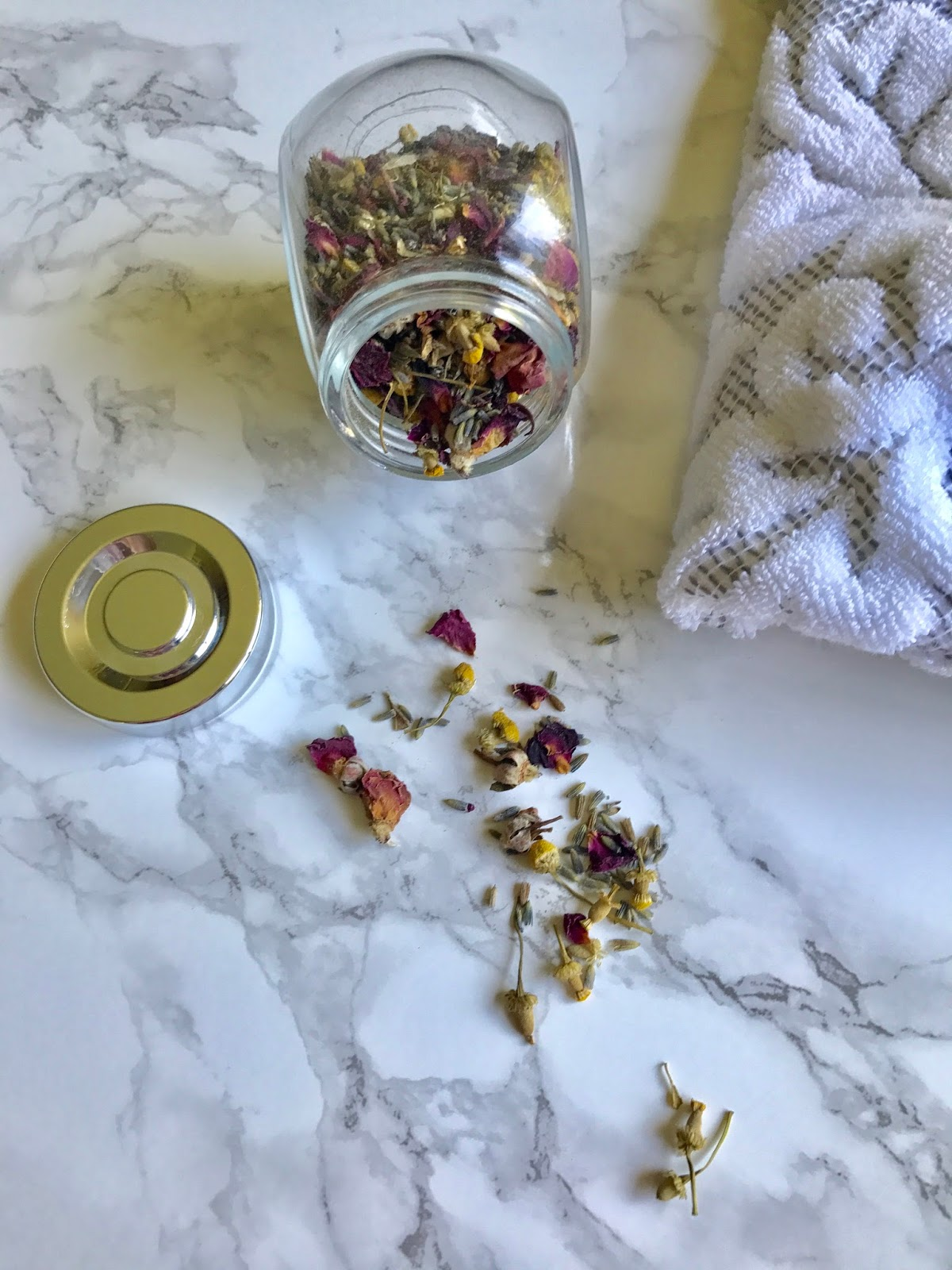 Diy floral facial steam i am all about the diy do it yourself beauty tips especially tips regarding preserving your skin i dont live in hollywood i dont have access to the solutioingenieria Images