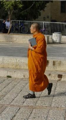 Buddhistischer Mönch in Jerusalem (eigene Fotografie, Israel 2013)