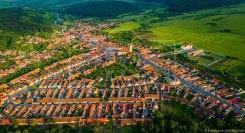 Luftaufnahme mit Blick auf Großpold (rumänisch Apoldu de Sus, ungarisch Nagyapold). Datum: 30.05.2017