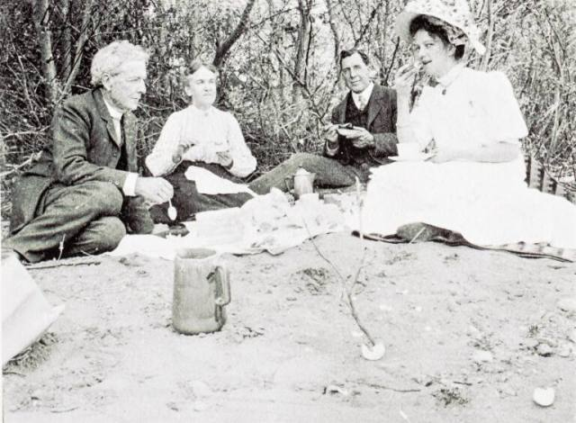 Historic photos show generations of locals have loved eating outdoors.