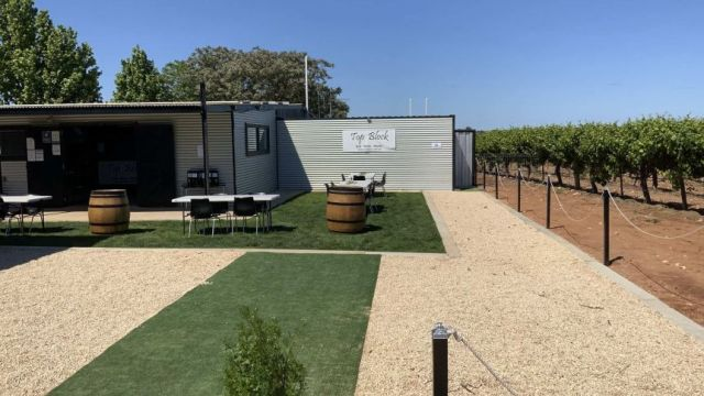 Top Block Cellar Door and Wine Bar has had to shut their doors just a month after opening.(Supplied: Top Block Cellar Door And Wine Bar)