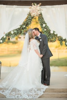 outdoor-wedding-ceremonies-at-briscoe-manor-018