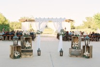 outdoor-wedding-ceremonies-at-briscoe-manor-023