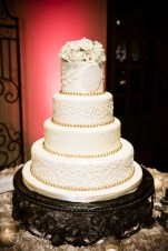 photos-of-wedding-cakes-at-briscoe-manor-014