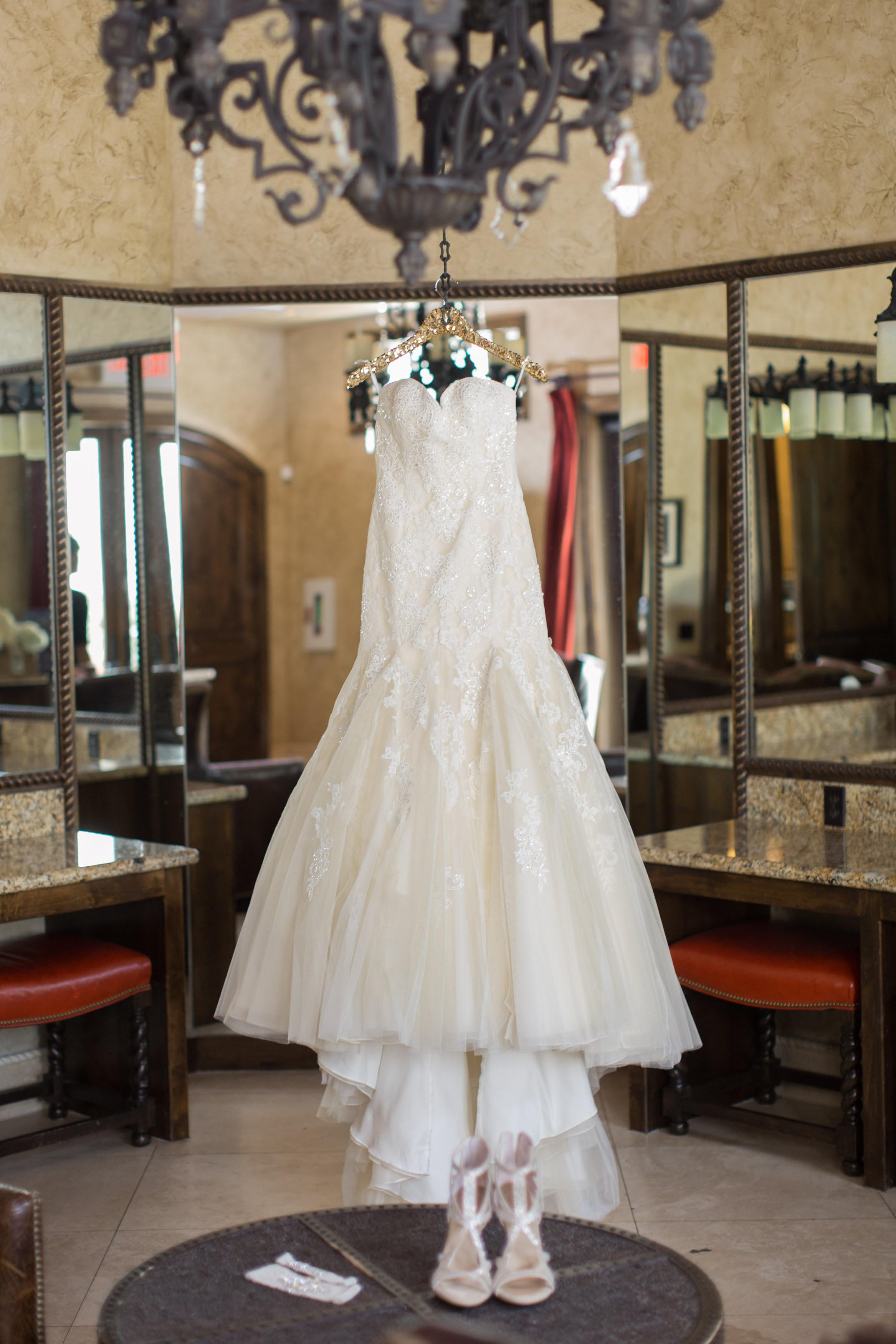 photos-of-wedding-details-at-briscoe-manor-051