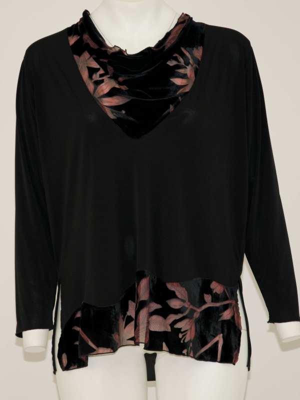maglia a maniche lunghe con scollo a goccia in tessuto di ciniglia con fantasia di foglie rosa, anche in fondo banda in ciniglia con foglie rosa