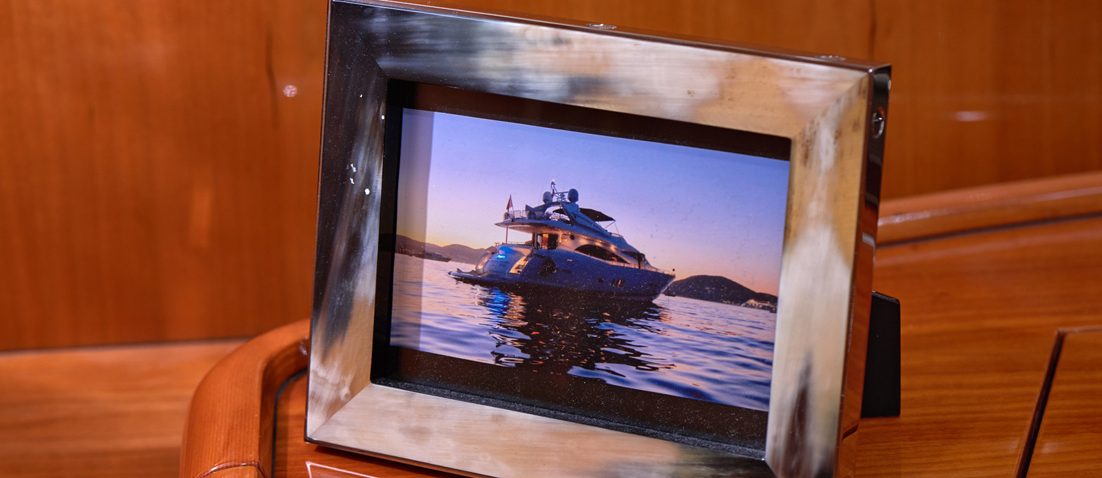 Sunseeker 94 Yacht - Pearl of London - Picture-Frame