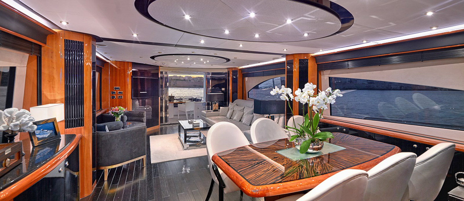 Sunseeker 94 Yacht - Pearl of London - Saloon Alternative Angle