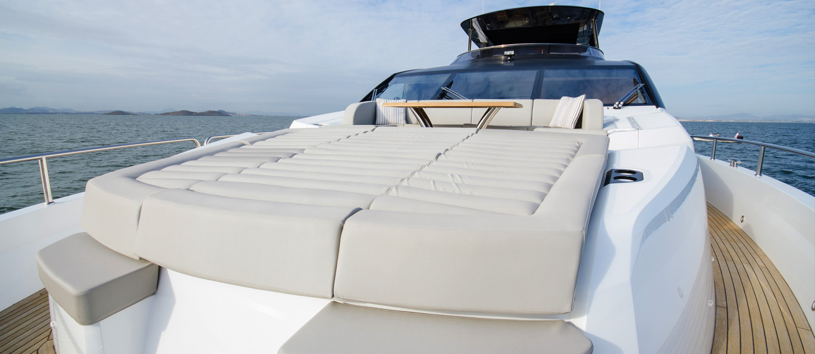 Sunseeker 86 Yacht - Bow-Seating