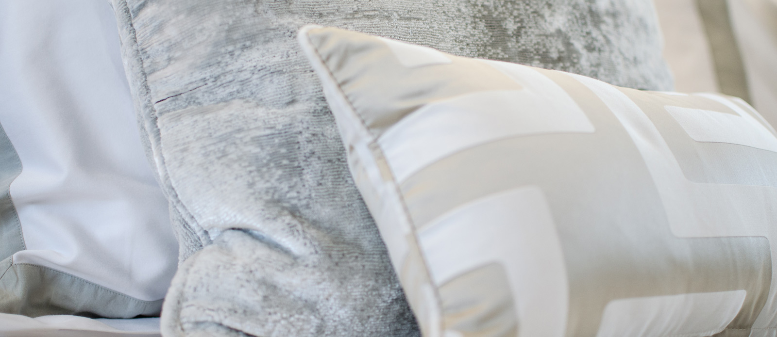 Sunseeker 86 Yacht - Feature-Pillows