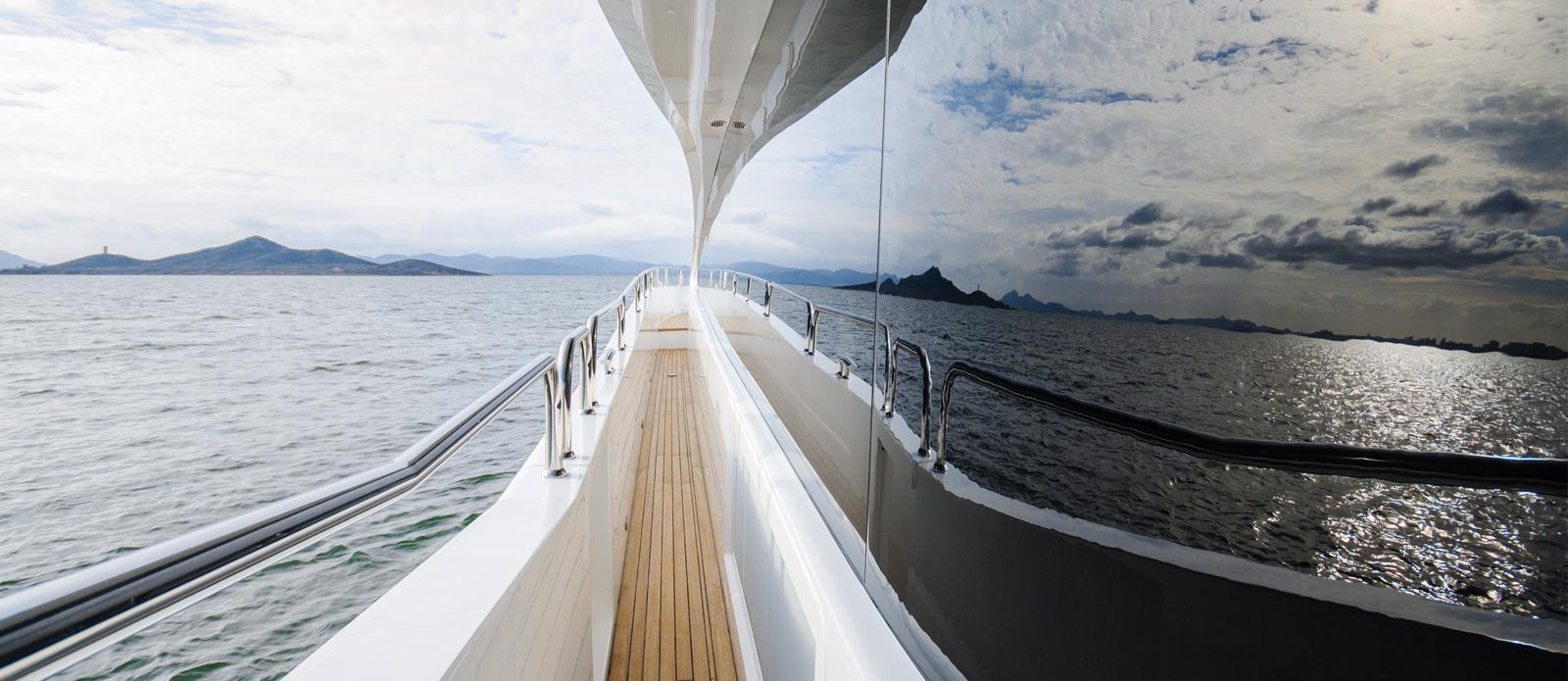 Sunseeker 86 Yacht - Side-Deck