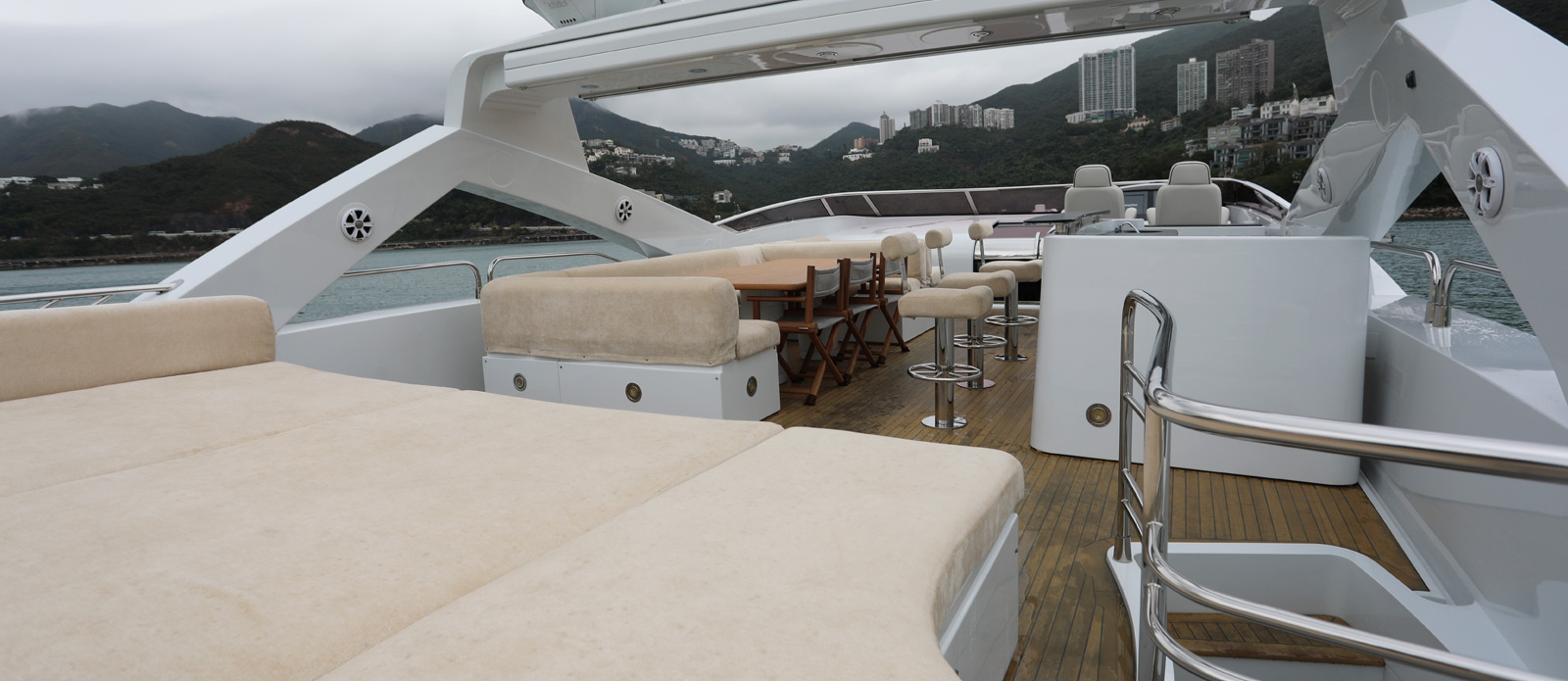 Sunseeker-30-Metre-Yacht-Coraysa-Flybridge-2