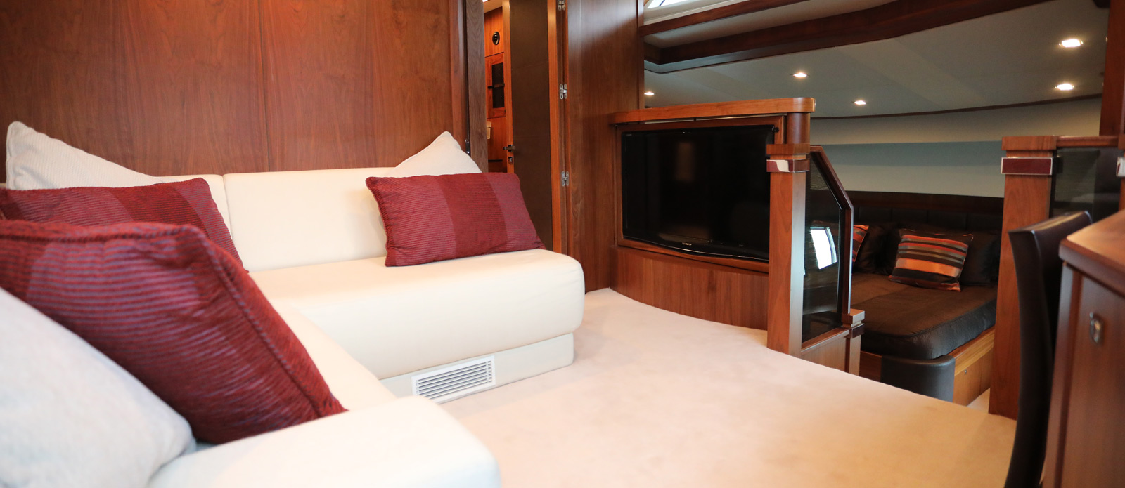 Sunseeker-30-Metre-Yacht-Coraysa-Junior-Suite