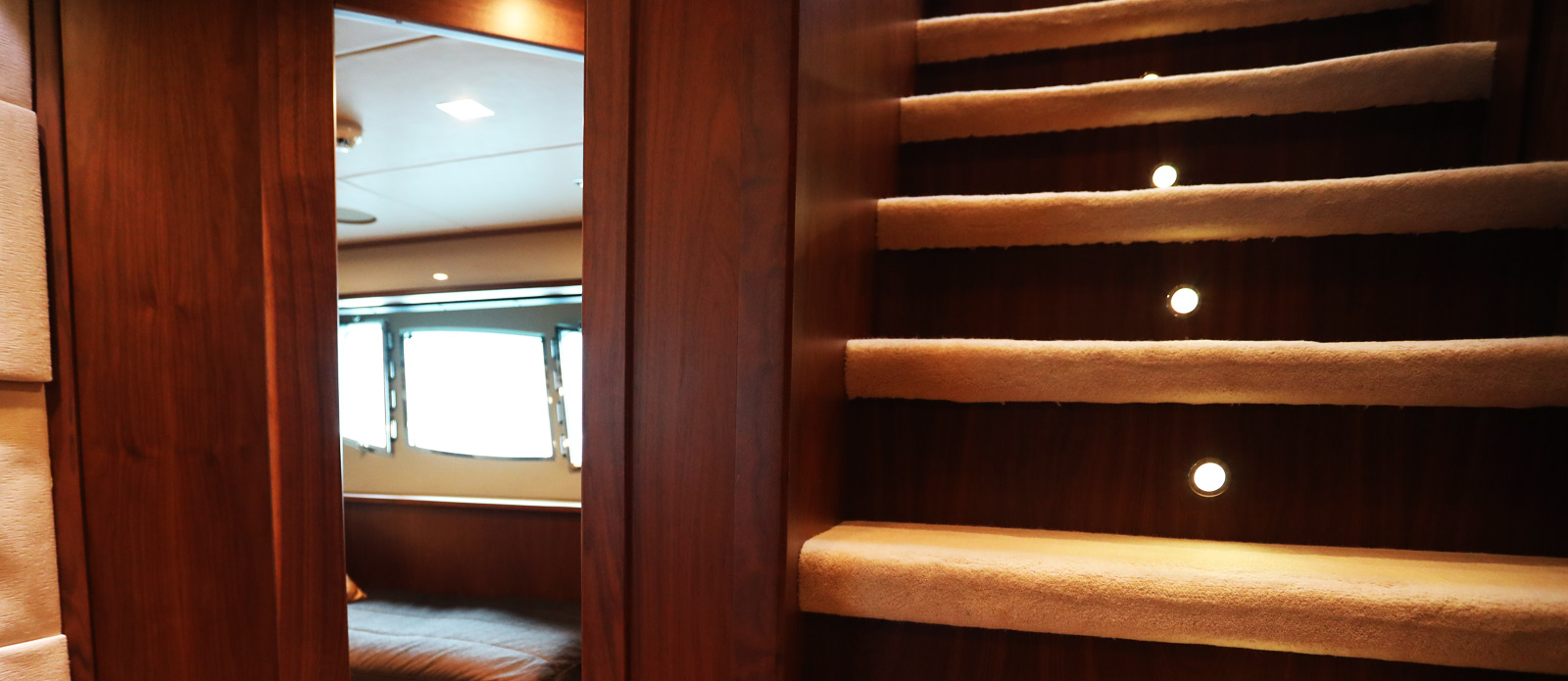 Sunseeker-30-Metre-Yacht-Coraysa-Lower-Deck-Lobby