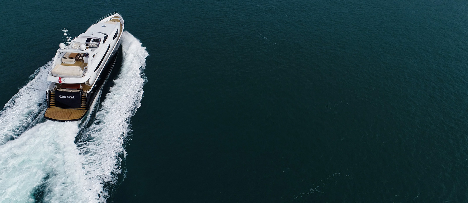 Sunseeker-30-Metre-Yacht-Coraysa-Overhead-Stern-Running-Shot