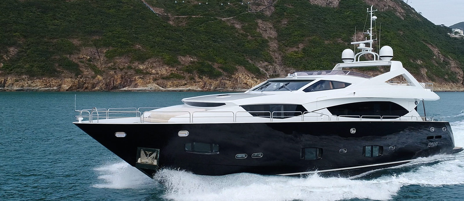 Sunseeker-30-Metre-Yacht-Coraysa-Side-Profile-Running