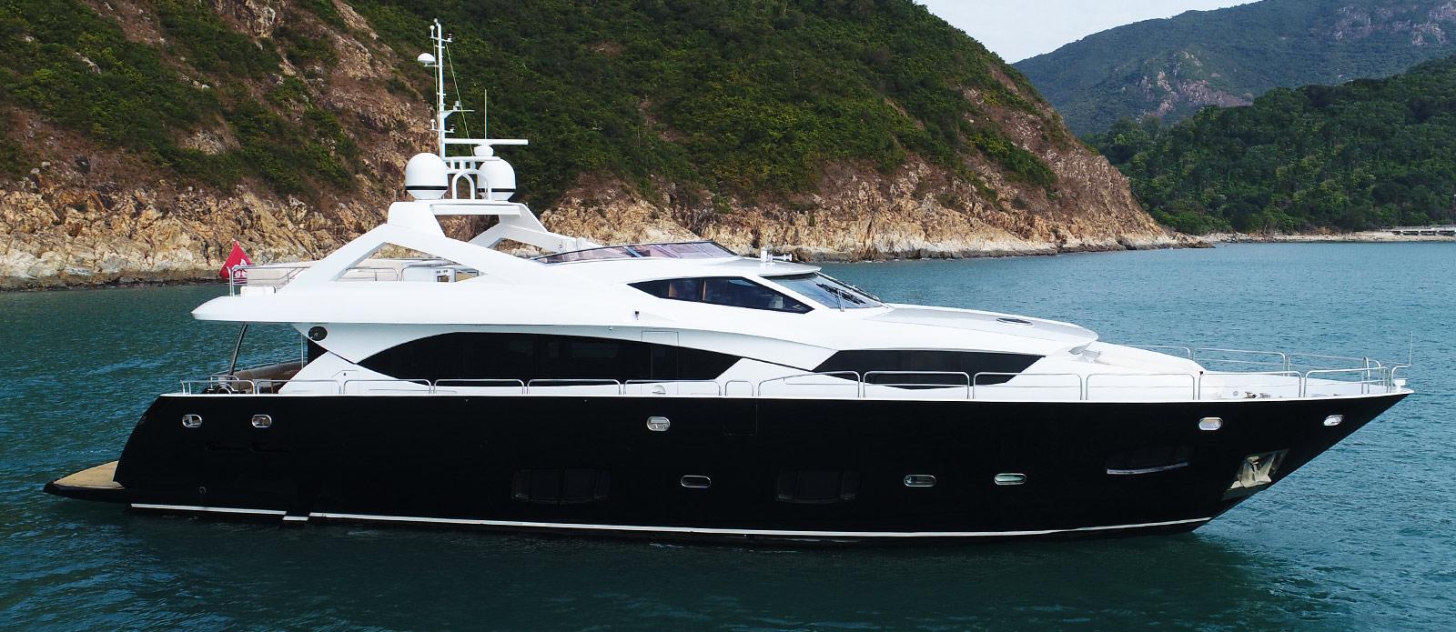 Sunseeker-30-Metre-Yacht-Coraysa-Side-Profile