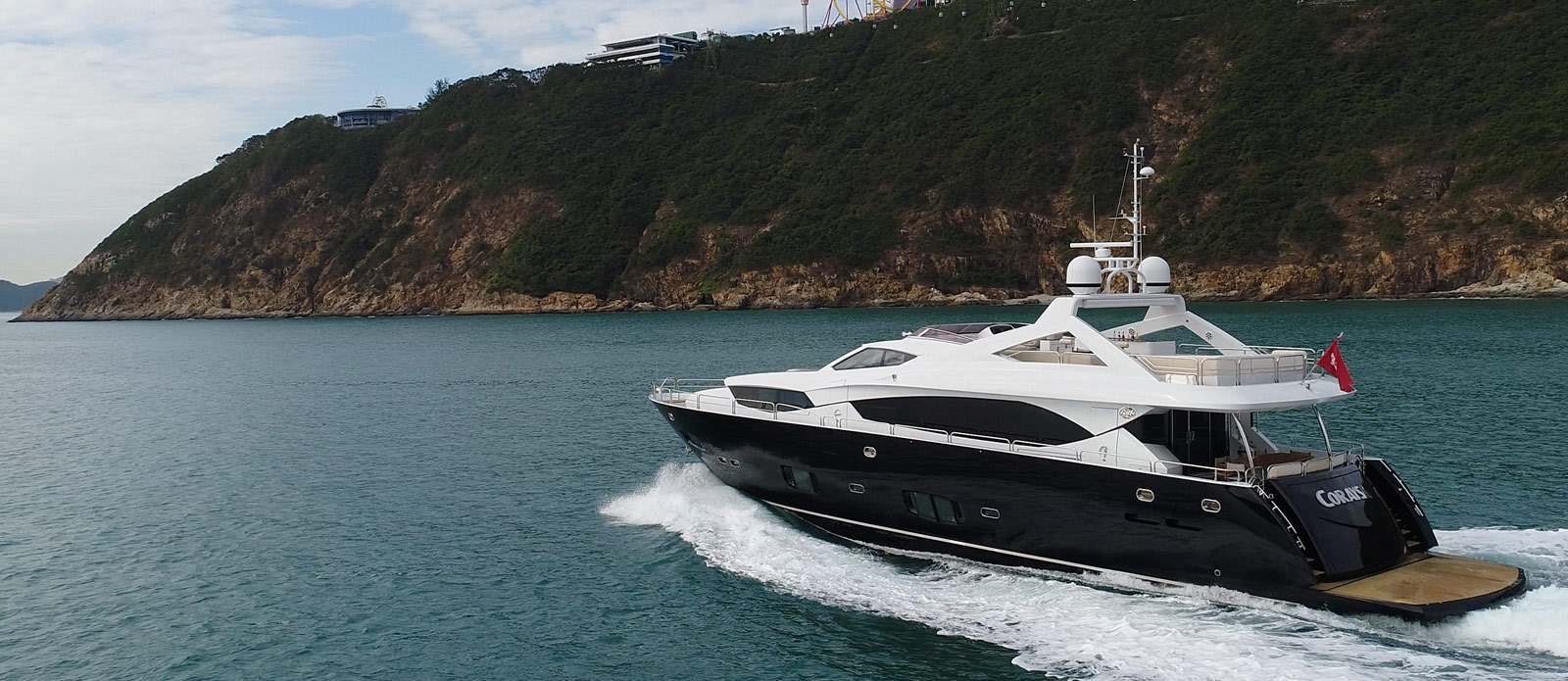 Sunseeker-30-Metre-Yacht-Coraysa-Stern-View-Running-Shot