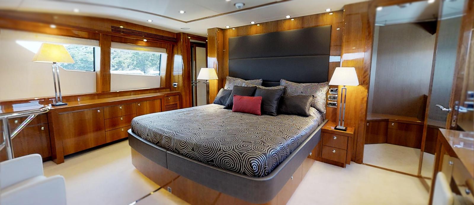 34m Yacht - Sunseeker White Pearl