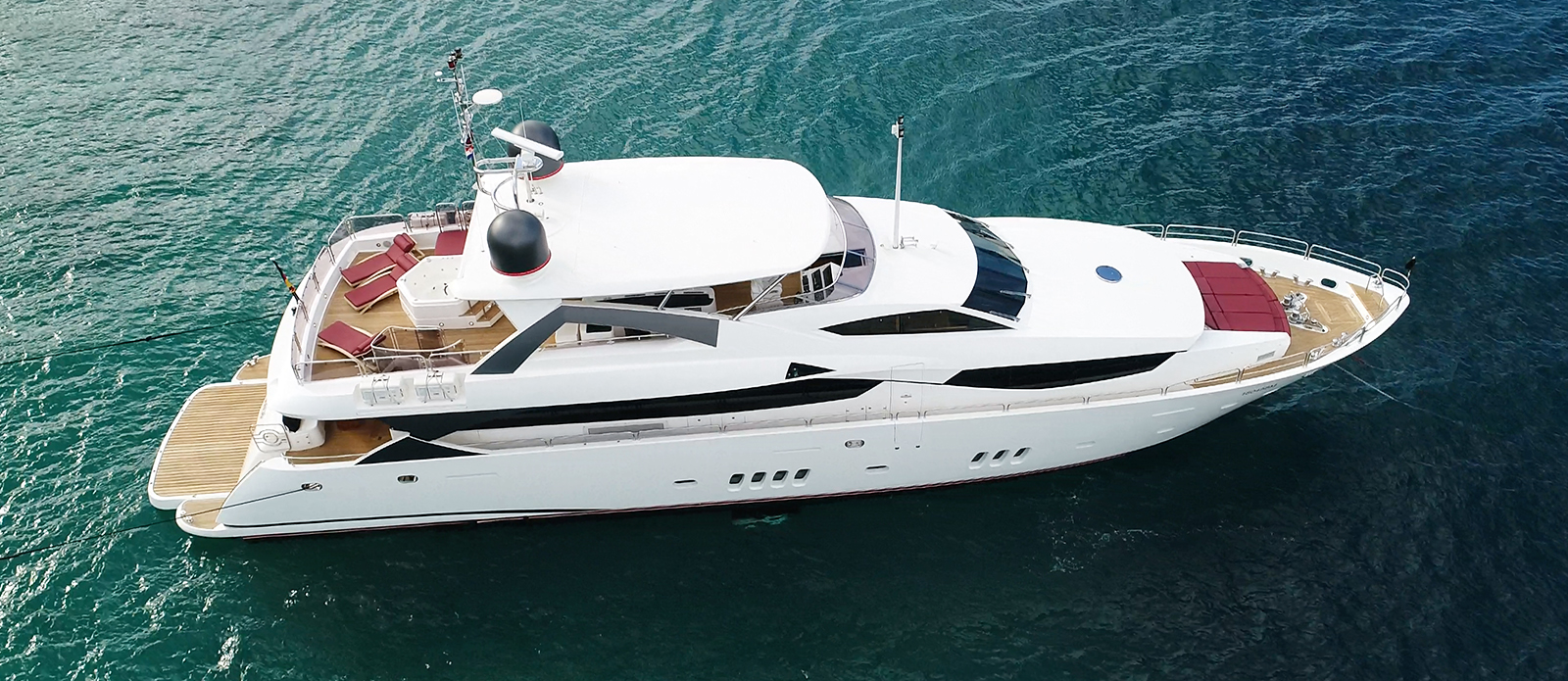 Sunseeker 34M White Pearl at Anchor
