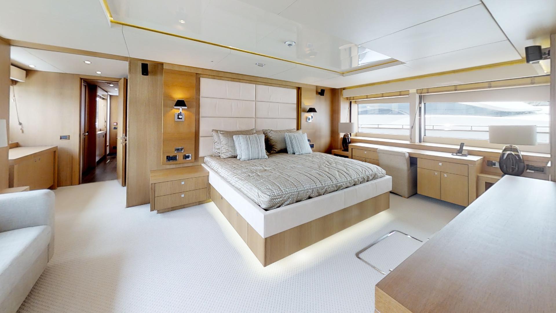Manhattan Express II Master Cabin