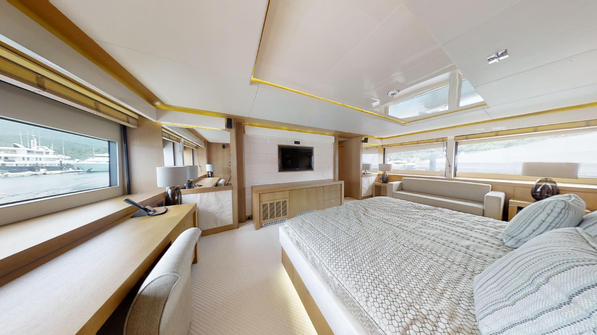 Manhattan-Express-II-Master Cabin 3
