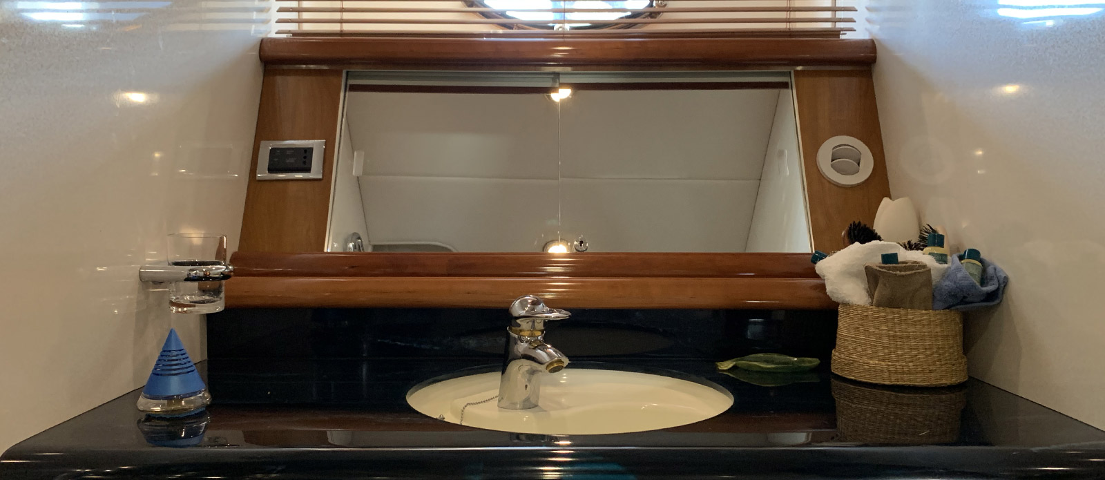 Carenia - Master Cabin En-Suite