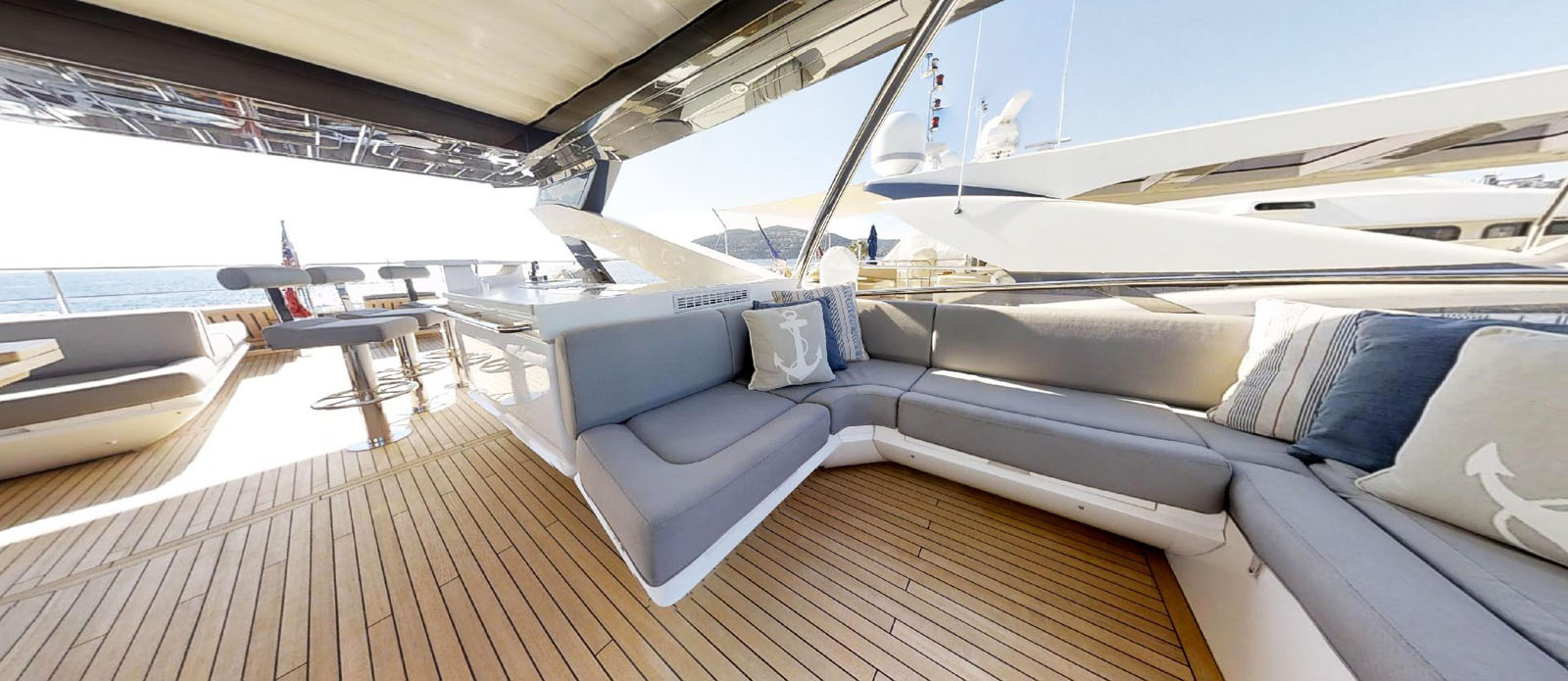 Sunseeker-86-Yacht-MiBowt-Flybridge