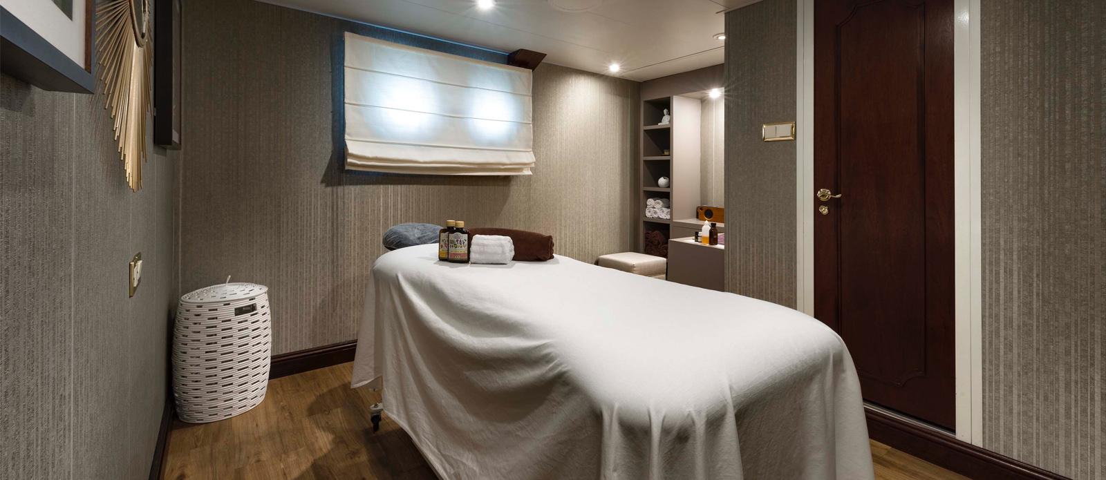 Chakra -Masseuse Room