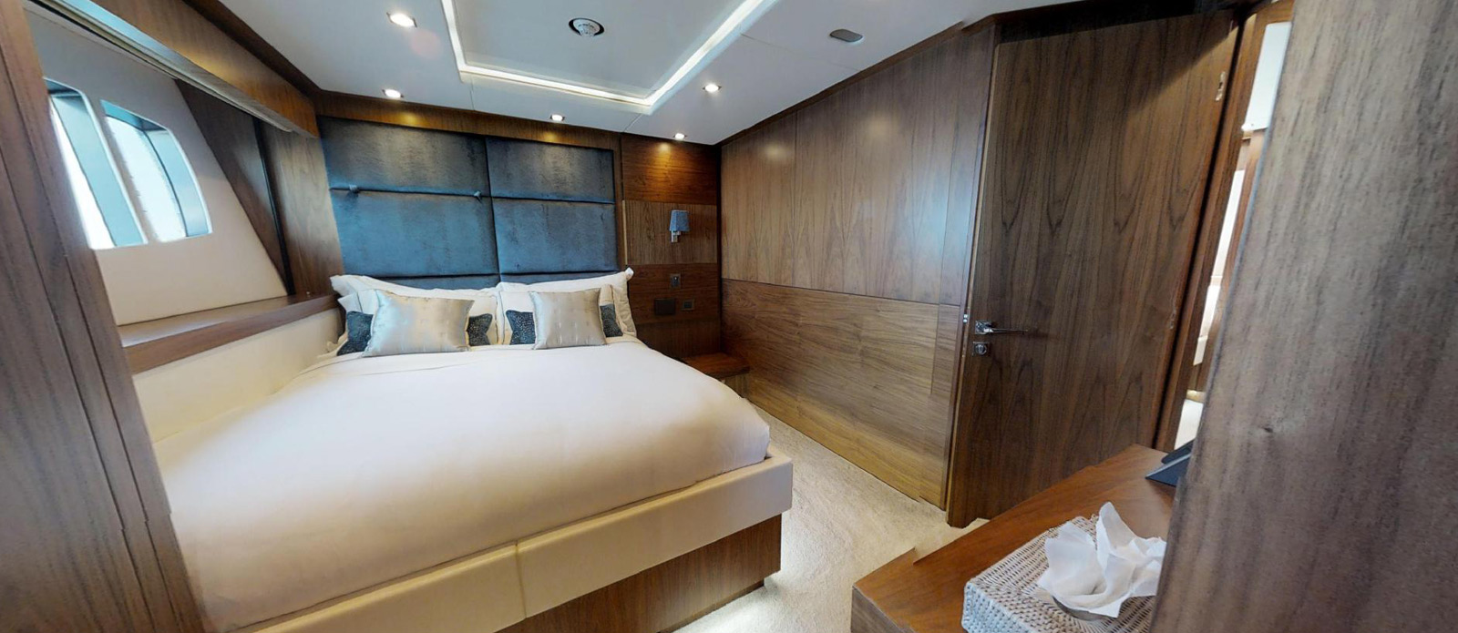 Sunseeker-115-Sport-Yacht-Zulu-Port-Double-Cabin-2