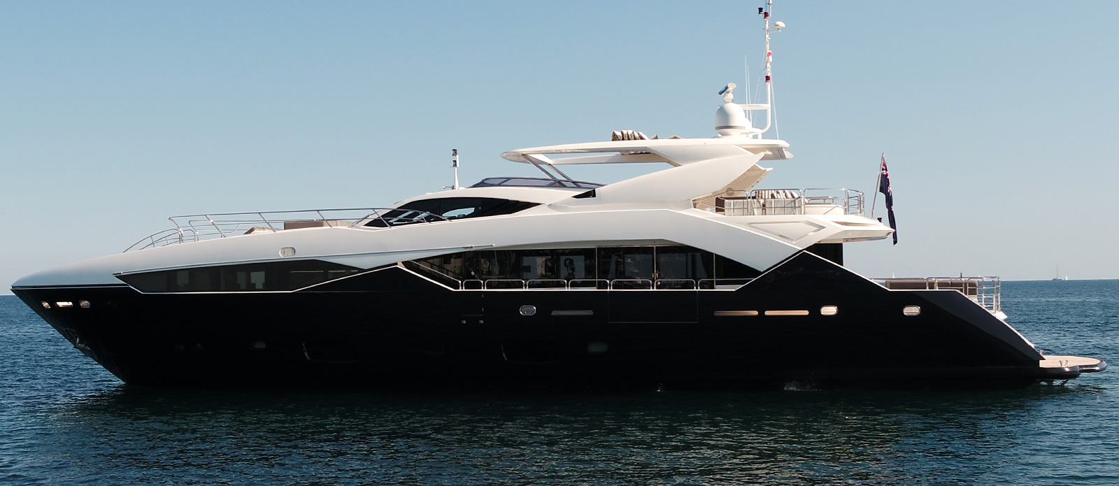 Sunseeker-115-Sport-Yacht-Zulu-Side-View