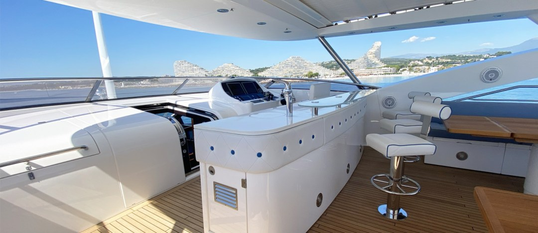 Bar-Tuppence-Sunseeker 30m Yacht