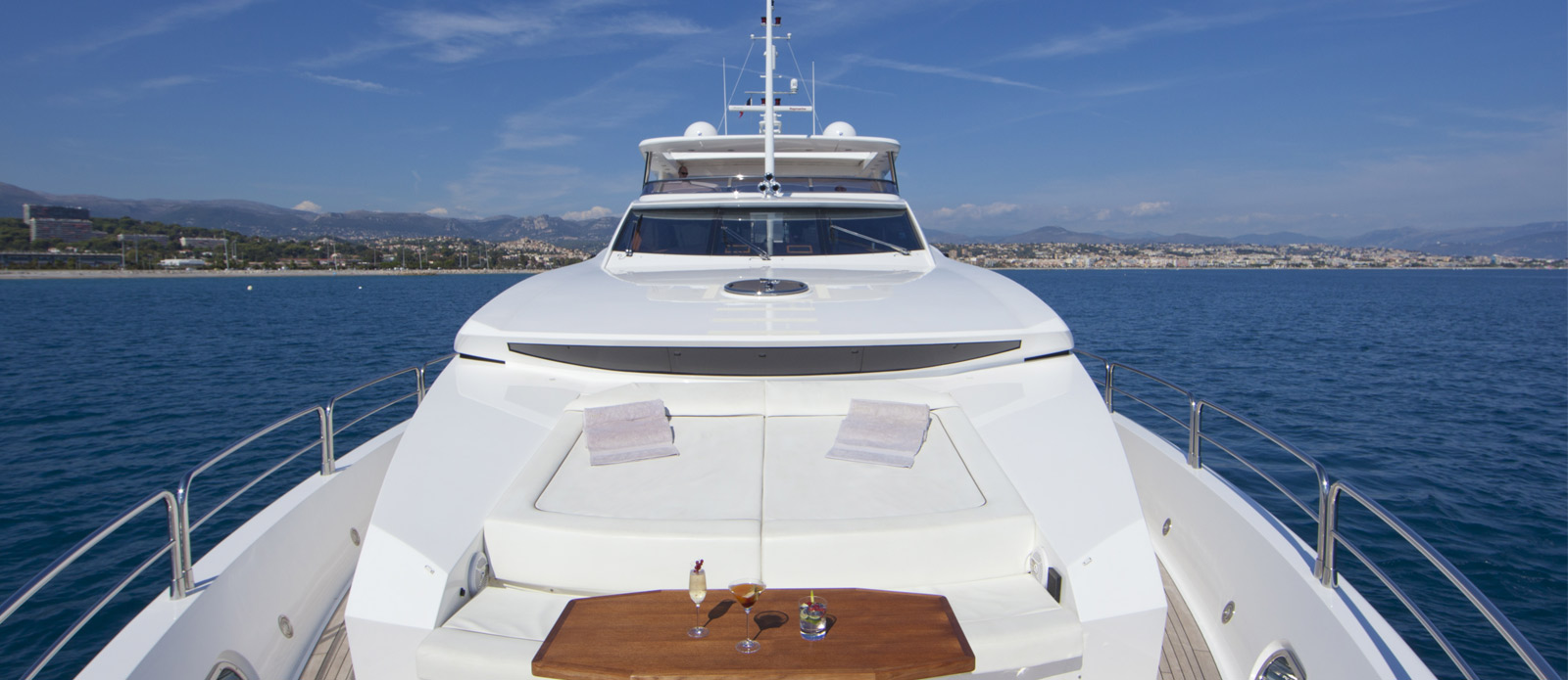 Sunseeker-30-Metre-Yacht-Tuppence-Bow-On