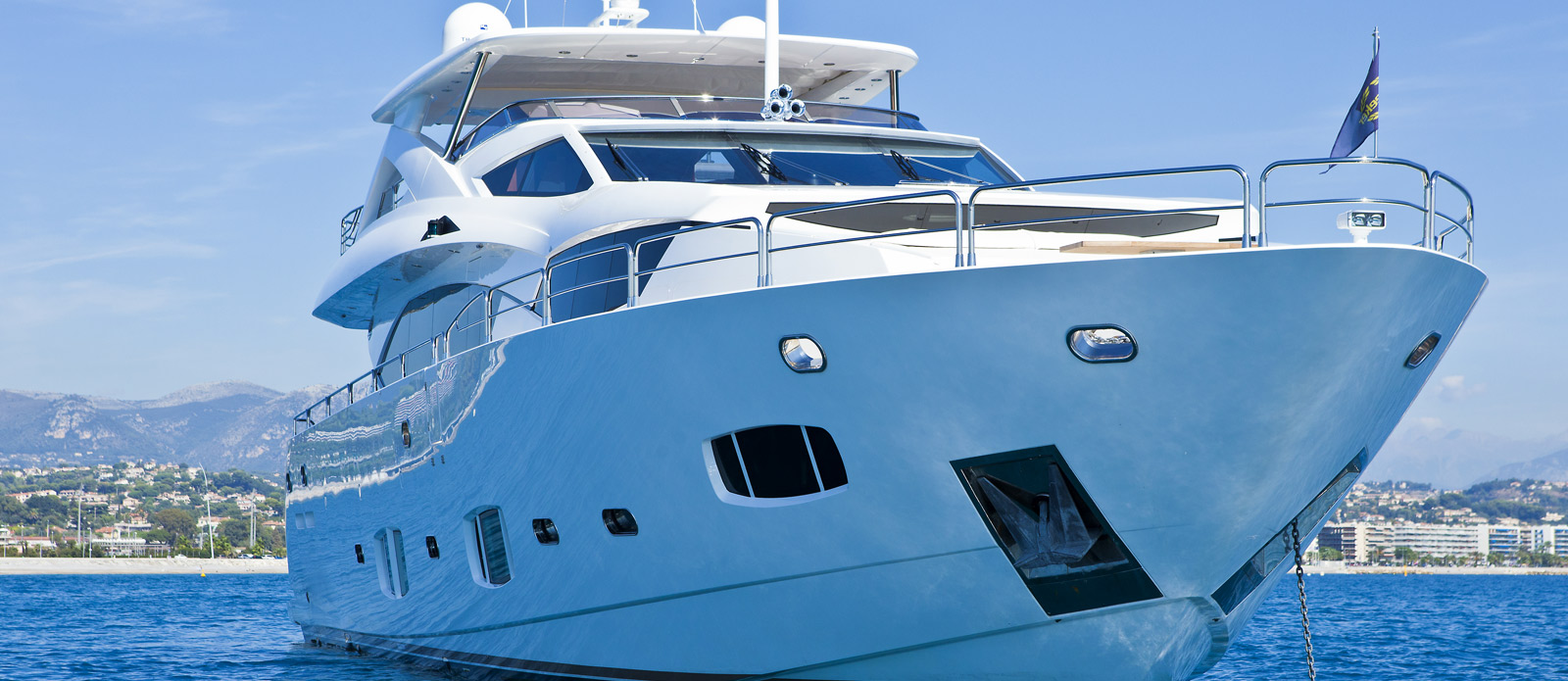 Sunseeker-30-Metre-Yacht-Tuppence-Bow-Shot