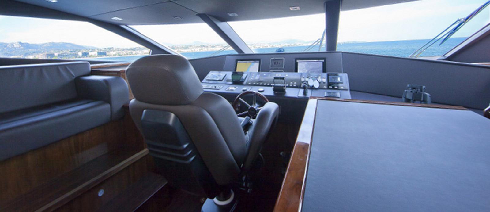 Sunseeker-30-Metre-Yacht-Tuppence-Sunseeker-30-Metre-Yacht-Tuppence-Wheelhouse