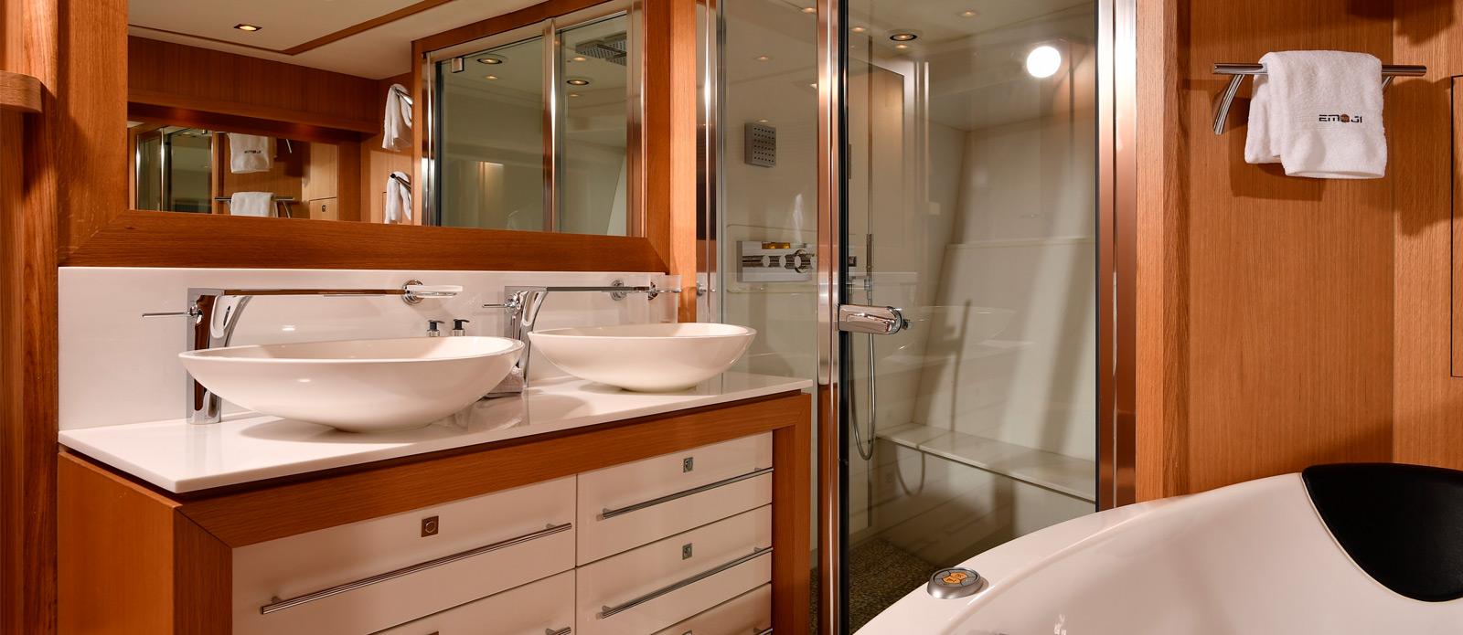 Sunseeker-34-Metre-Yacht---Emoji---Master-Cabin-En-Suite