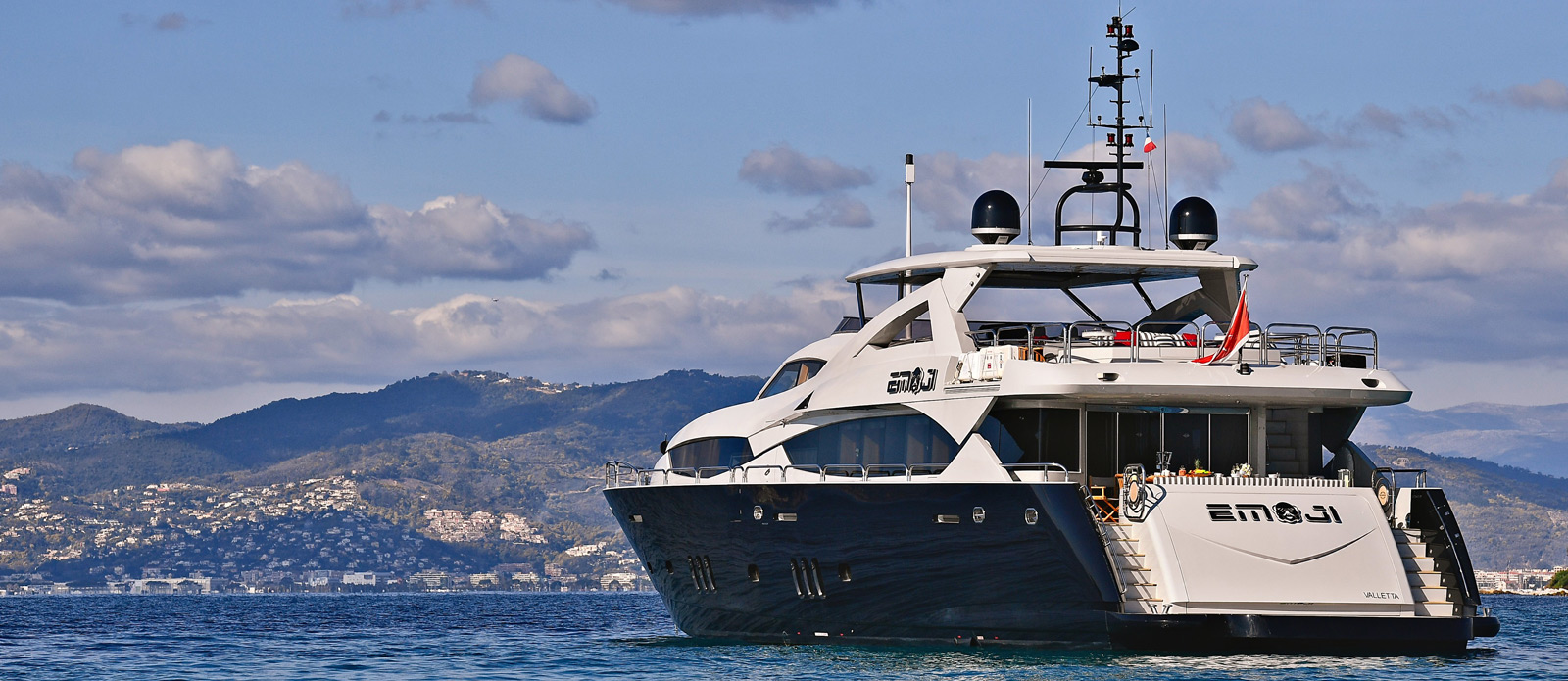 Sunseeker-34-Metre-Yacht---Emoji---Stern-View