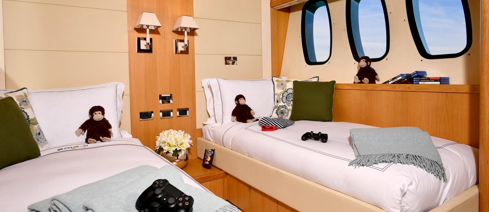 Sunseeker-34-Metre-Yacht---Emoji---Twin-Cabin