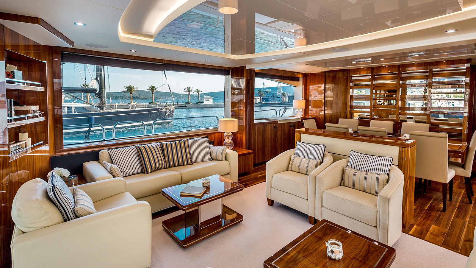 Sunseeker 86 Yacht - Stardust of Poole - Saloon 7