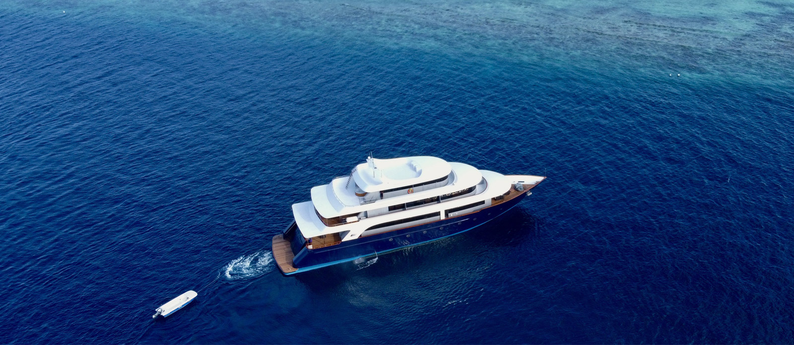 Safira-Luxury-Yacht-For-Sale-Exterior-1