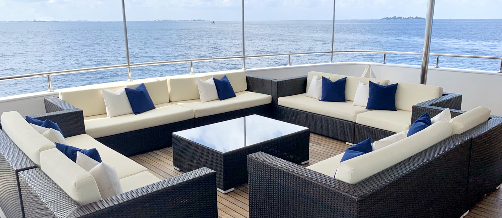 Safira-Luxury-Yacht-For-Sale-Interior-17