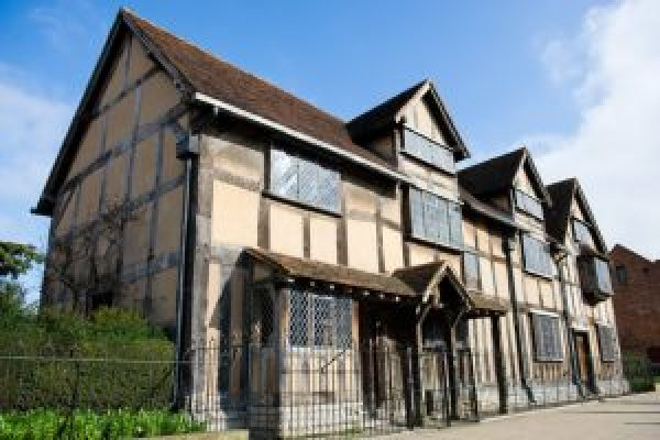 Exterior shot of the house of Shakespeare's Birth Place.